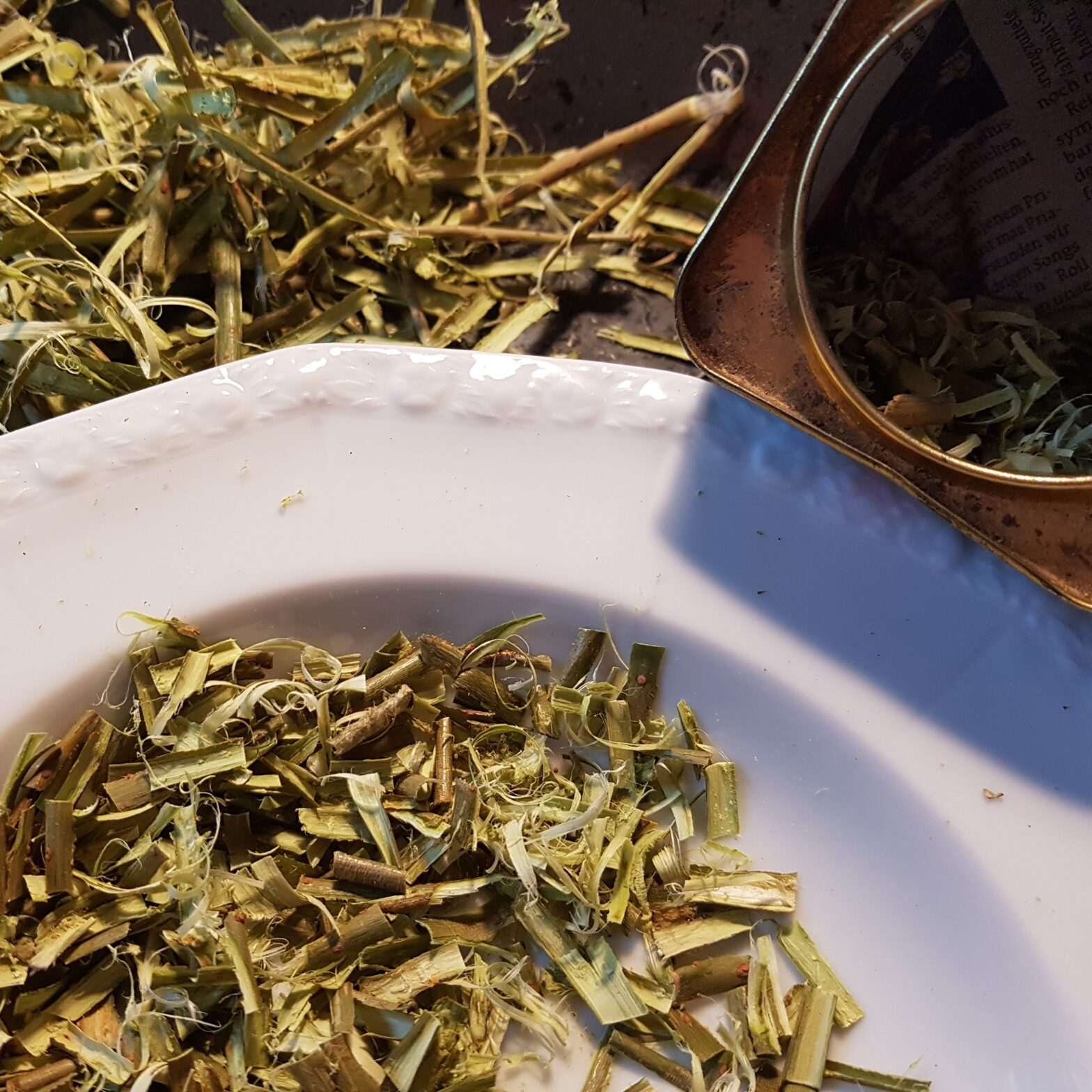 "How To Make White Willow Bark Tea - ""Nature's Aspirin"""