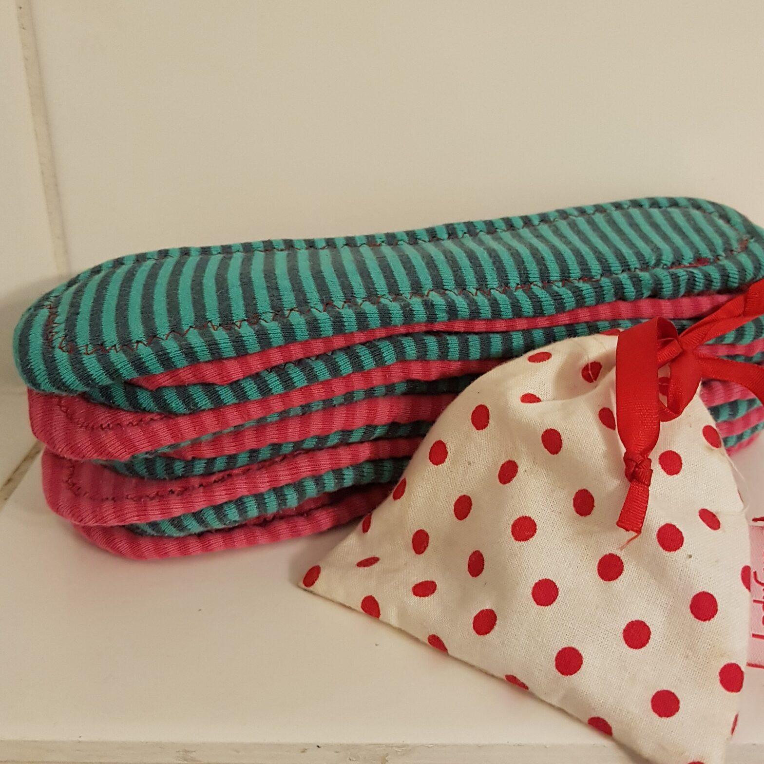Menstruationstasse und selbstgenähte Damenbinden - müllfreie Monatshygiene