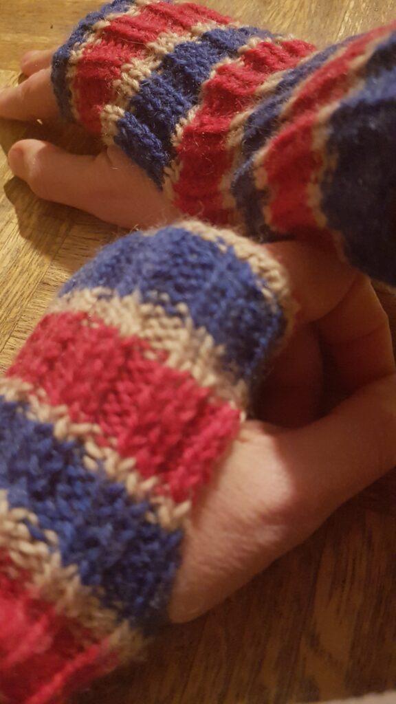 selbstgestrickte Handstulpen / Bündchen